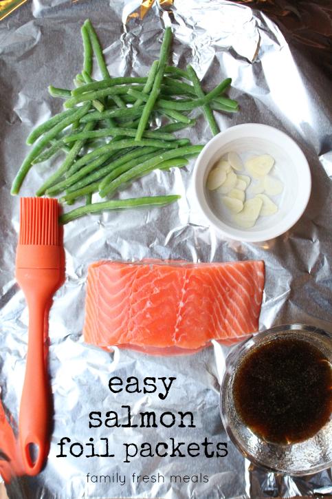 Easy Salmon Foil Packets --- FamilyFreshMeals.com -