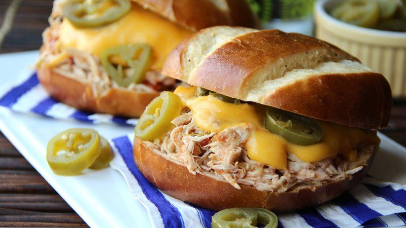 slow cooke jalapeno poppe chicken sandwiches