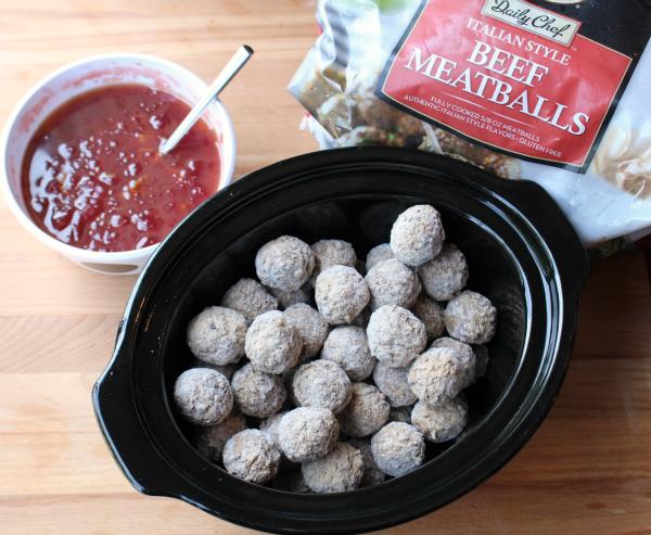 Zesty Crockpot Cranberry Meatballs - FamilyFreshMeals.com - Yummy Appetizer - Casa
