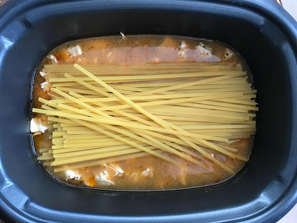 Crockpot Buffalo Chicken Pasta - Familyfreshmeals.com